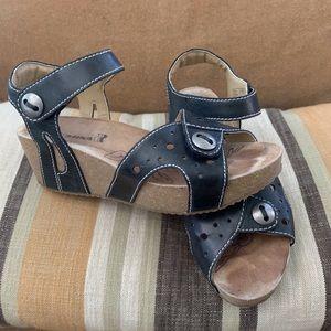 ROMIKA platform sandals.